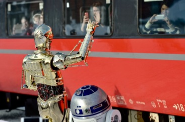 """They looked puzzled, R2 - don´t you think""?"
